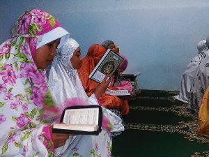 membaca al-quran bersama